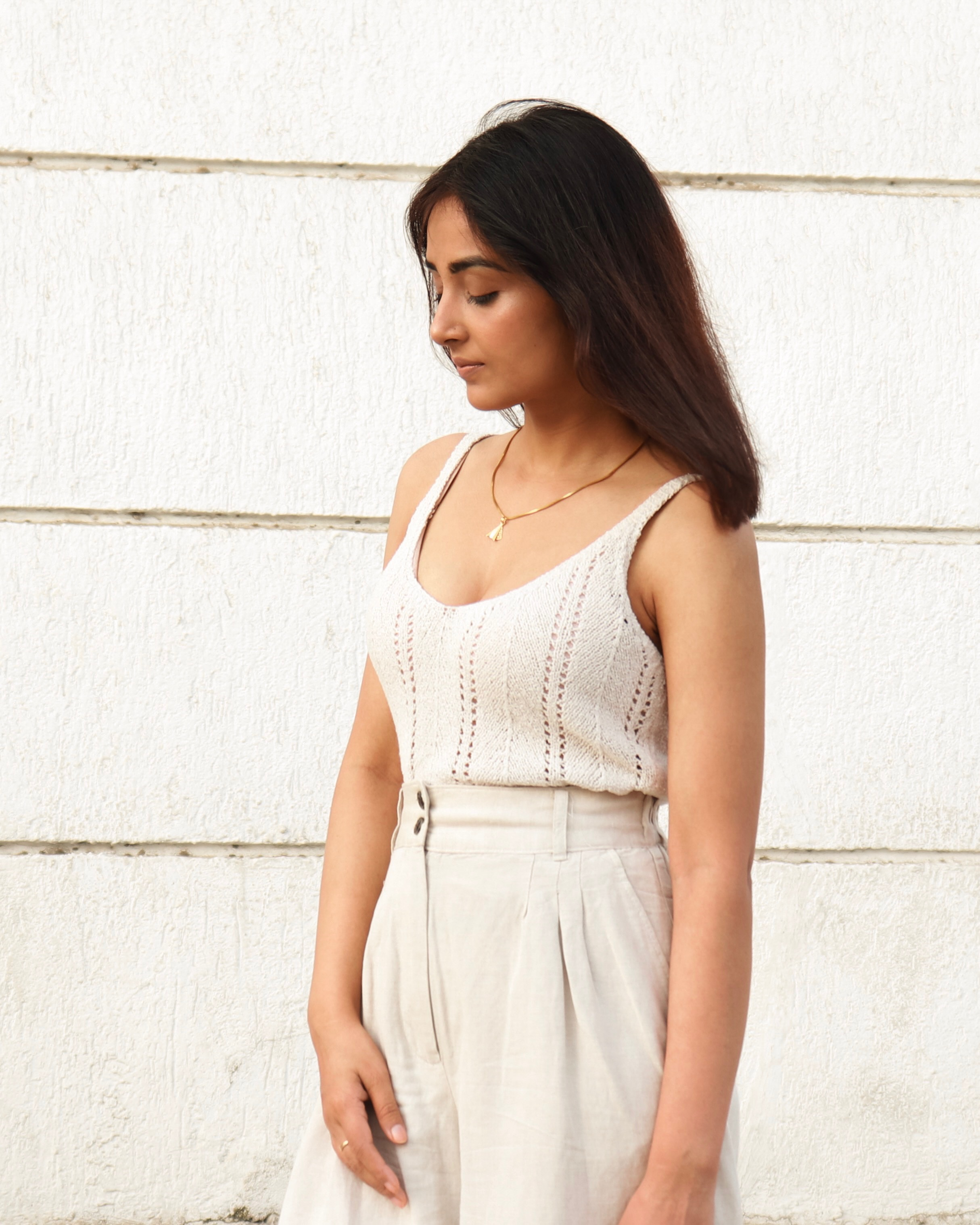 MONOCHROME OUTFIT WITH NEUTRALS | Fashion | Knit Top |Gold Hoops